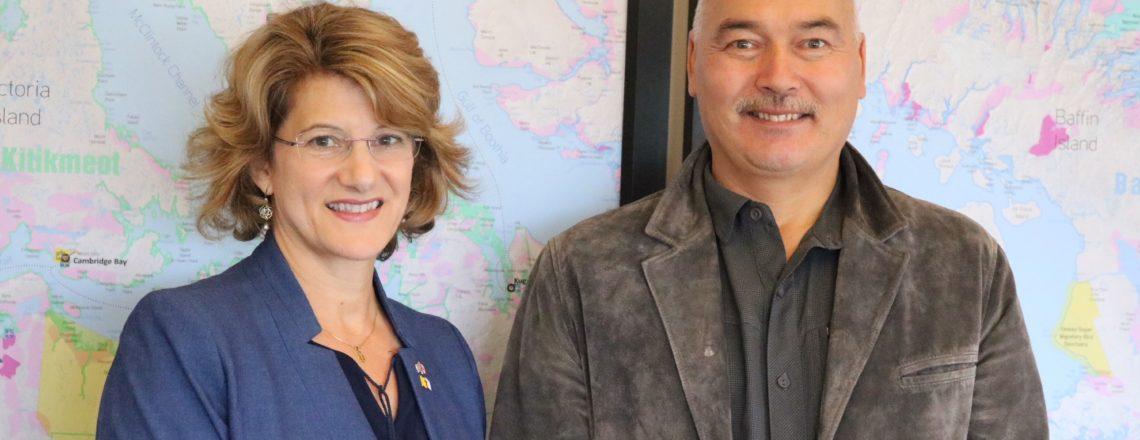 La Consule générale Allison Areias Vogel assiste au Nunavut Trade Show